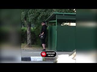(+18) В Нижнем Тагиле застукали онаниста в самом центре города!