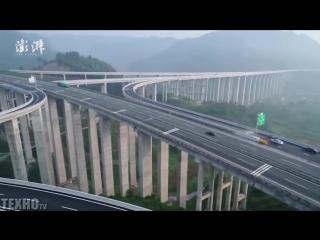 Это Китай. Самая высокая дорожная развязка в мире.
