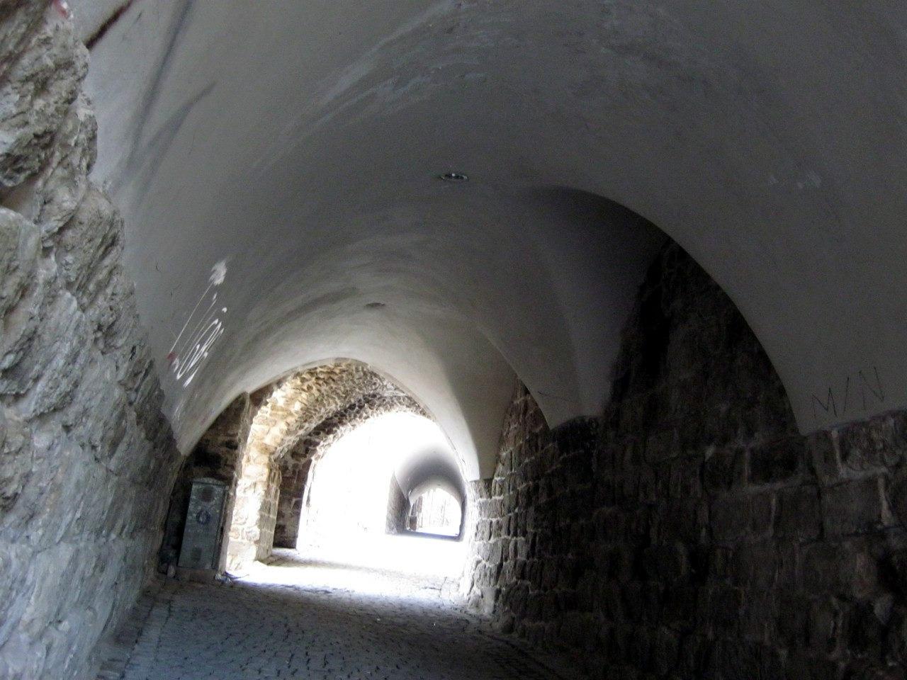 В турецком городе Мардин улицы-туннелями с арочными сводами