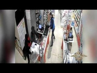 В Усть-Куте охранник магазина закидал грабителей мелкими товарами