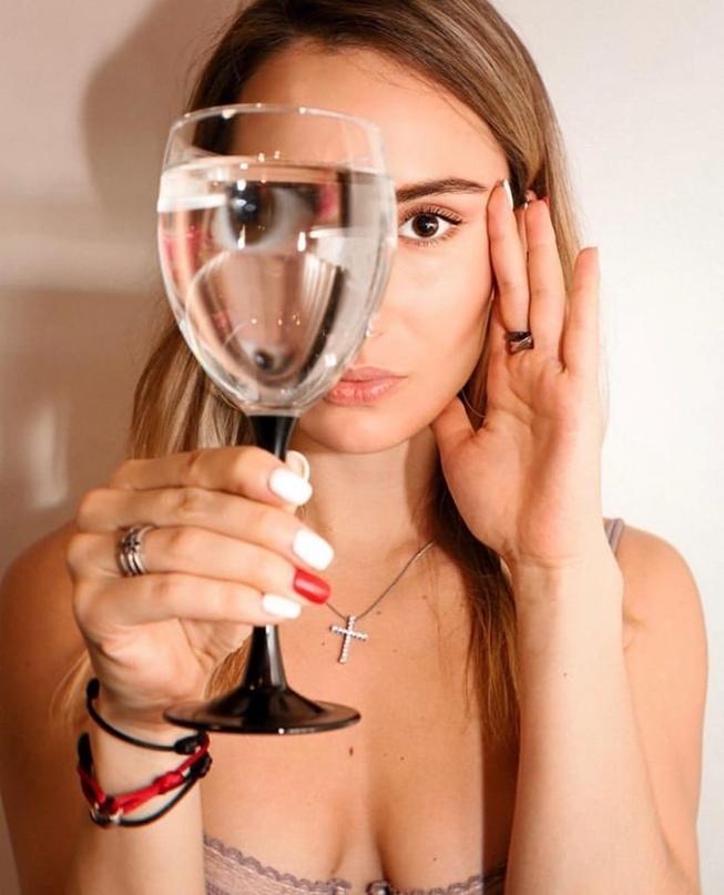 «Я хочу пить безопасную воду!» - звезда сборной России по кёрлингу Анна Сидорова...