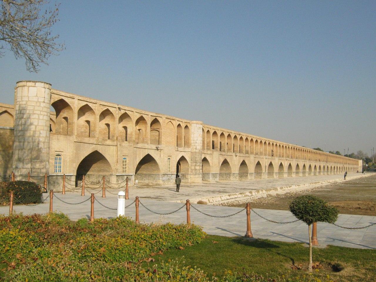 Мост Хаджу - наиболее красивый в Исфахане.