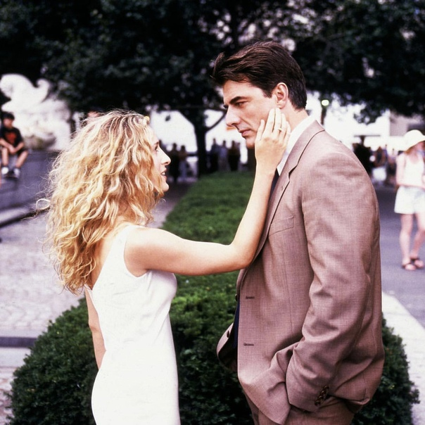 Кэрри Брэдшоу и Мистер Биг (Сара Джессика Паркер и Крис Нот) «Секс в большом городе»,1998 год