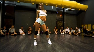 Smack That ( Akon Ft. Eminem) | Twerk choreo for beginners on #IntbyInd