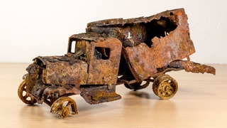 Restoration extreme rusty abandoned 1931´s car truck