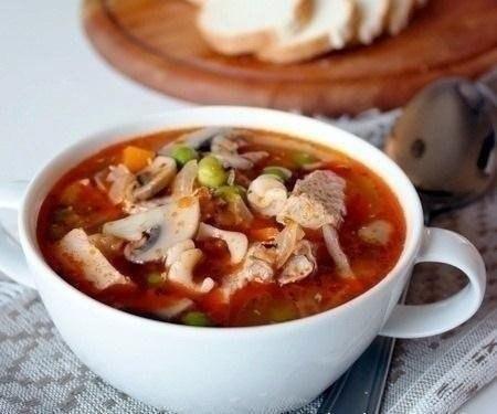 Суп из свинины с шампиньонами и зеленым горошком