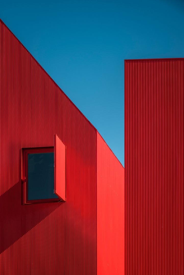 Красный дом-ориентир вПортугалии