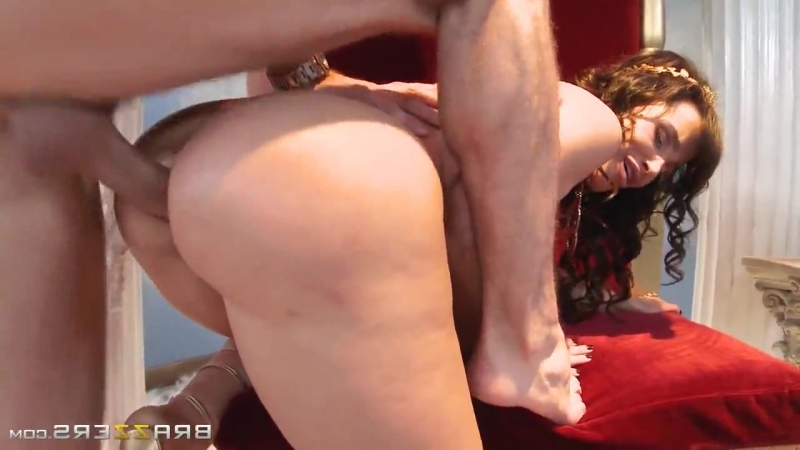Brazzers: Lisa Ann - Sex with Queen (porno,milf,mature,couple,bigtits,bigass,xxx,oral,blowjob,cumshot,facial,dick,cock)