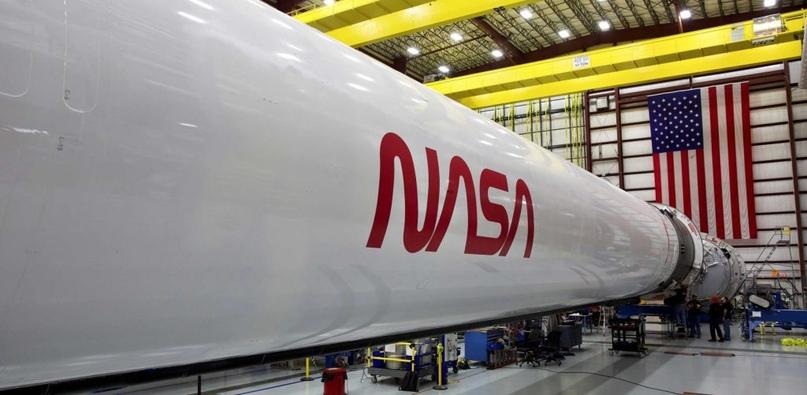 SpaceX показывает первые фотографии исторической капсулы Crew Dragon. Teslarati., изображение №7