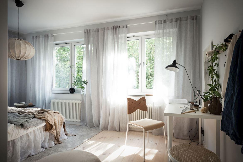 Солнечные лучи и зелень за окном: свежий интерьер в пригороде Гётеборга (58 кв.