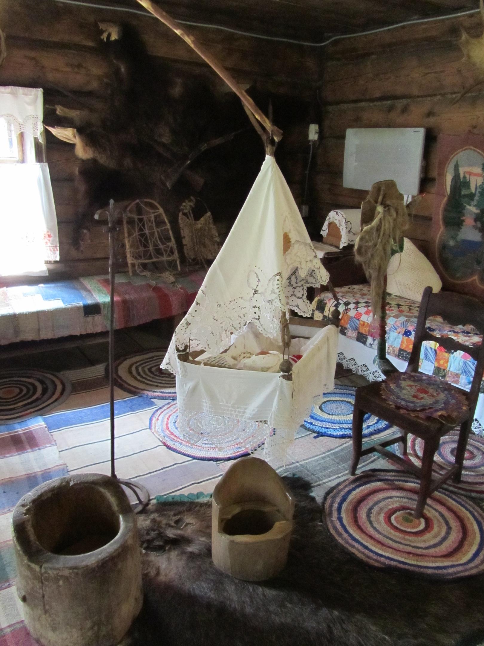 в крестьянской избе 19 века в парке реки Чусовой