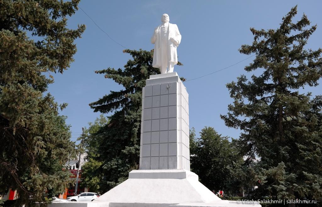 Памятник Ленину в Энгельсе 2020