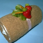 «Шоколад со сливками» — рулет из полотенец (МК)