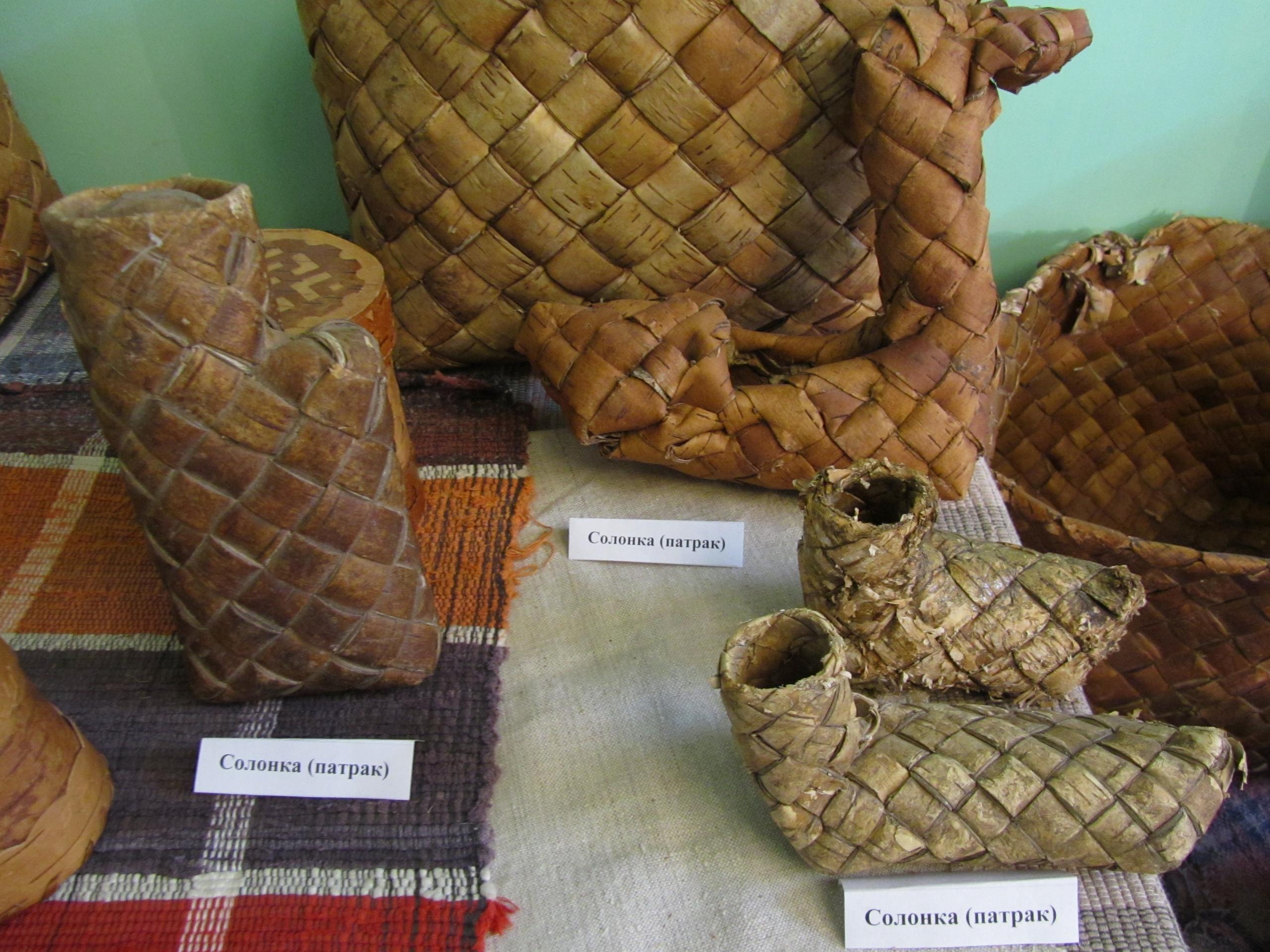 Набор солонок в музее Гайны