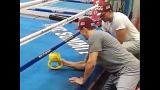 Gennady Golovkin shows Teofimo Lopez and Joe Joyce some Kettlebell strength exercises