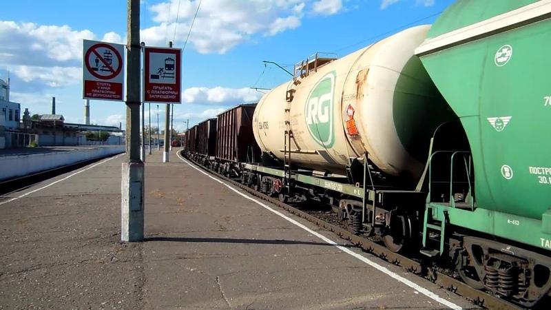 Тепловоз 2ТЭ25КМ 0004 с грузовым поездом следует по ст Орёл