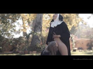 Cassidy Banks, Lena Paul - монашки лесбушки
