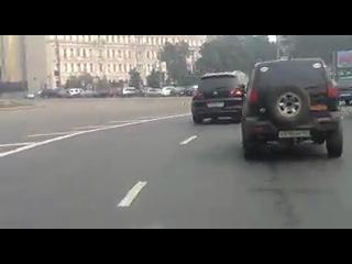 Задралась юбка)