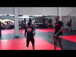Джон Джонс разучивает специальное ката для поединка с чемпионом UFC полутяжелого веса Маурисио Хуа