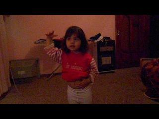 Моя доця танцует в 2 годика **