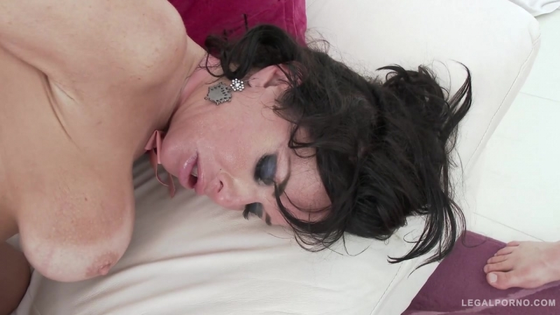 Veronica Avluv takes a rough fucking with DAP, TP & fisting SZ1606 [2017 г., Anal, Gonzo, 720p]
