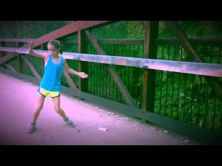 Гуттаперчевая девочка — это вот так. Невероятно пластичная.