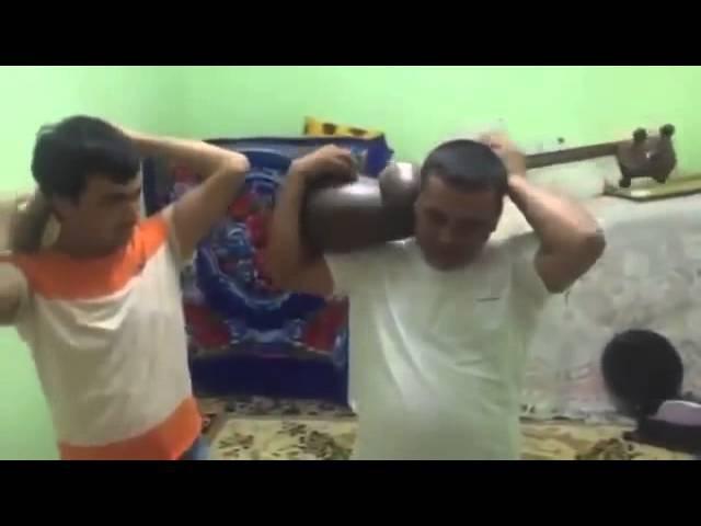 Узбек йигитлари чолгу асбобларини хар канакасига чалади