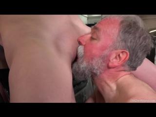 Дед трахает девушку внука за то что он хотел его отправить в дом для престарелых [loren nubiles, serpente edita порно и секс 18+