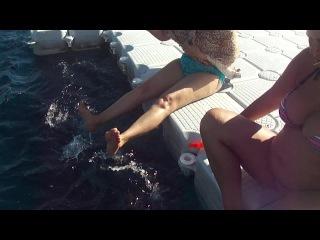 Просто кайф)красивое синее море и  голодные рыбы под ногами))))