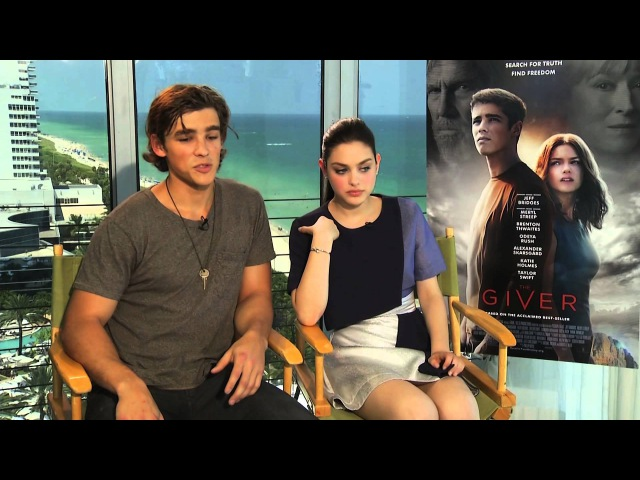 The Giver Stars Brenton Thwaites and Odeya Rush Interview