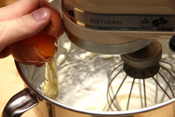 Домашние медовые пряники с белковой глазурью, изображение №5