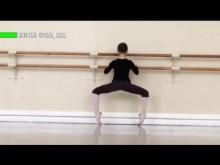 13-летняя Яна Черепанова стала известной после публикации ролика, в котором она балансирует на спортивном тренажёре