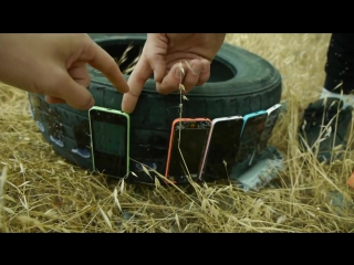 НЕОБЫЧНЫЙ КРАШ ТЕСТ iPhone | How Many iPhones Will Survive in Tire Rolling Down Cliff