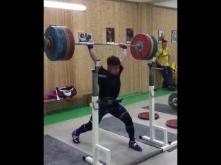 Олег Чен толкает 195 кг
