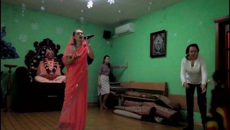 Мила Светличная. Репетиция песни на Новый Год 2018