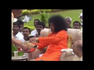 Публикация sanjeevani pallavi. divine memories... swami during bhoomi pujan ceremony of his new residence. beautiful video...