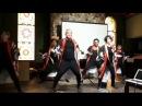 Японские туристы танцуют танец Нанчю соран
