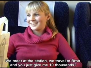 Девушка отсосала и отдалась парню в поезде за деньги порно