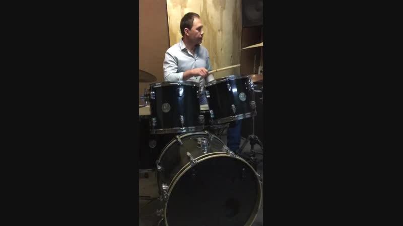 Студия MusicLab Урок по ударным Преподаватель Роман Квасников