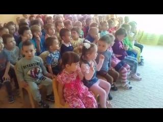 Спектакль в деском саду. 2 ряд 2 место от окна Лизочка
