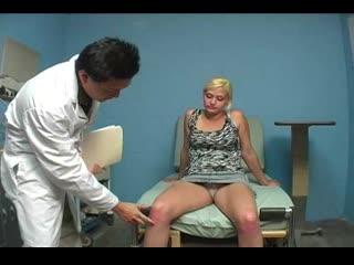 [armpitgirls.com] the doctor`s facesitting and armpit job treatment / осмотр врача и фетиш подмышек в больнице