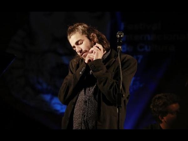Cantor protagoniza momento arrepiante no dia do matrimónio (vídeo)
