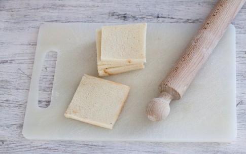 Рулетики из хлеба, бекона и сливочного сыра, изображение №3