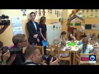 Merkel pays visit to kids at caritas centre in cologne