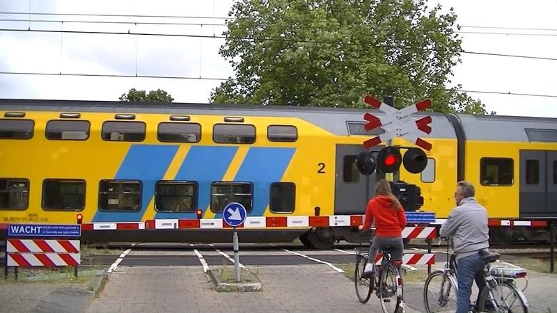 Spoorwegovergang Hoorn Kersenboogerd Dutch railroad crossing