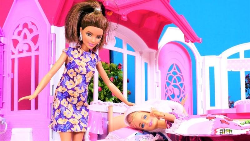 Barbie saçları ıslak yatıyor Kukla oyunu