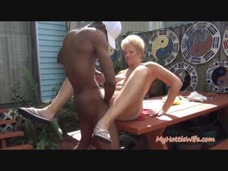 Негр трахает зрелую большим членом зрелая мамка мамаша блондинка секс порно bbc mature mom milf blonde big tits