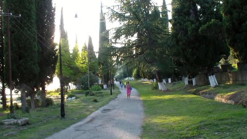 Абхазия. Пляж, море и улицы Нового Афона