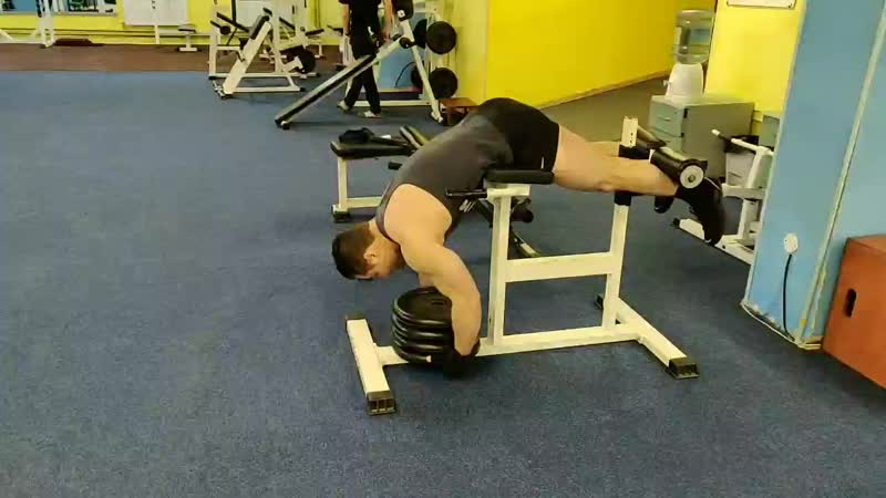 Экстензия на разгибатели спины с отягощением mp4