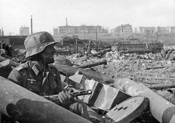 ''Всю ночь русские пели песню, от которой стыла в жилах кровь, а потом пошли в атаку'' - немецкий солдат о боях за Сталинград.